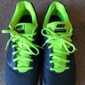 Nike Downshifter 6 men's size 10.5 Grey/Green